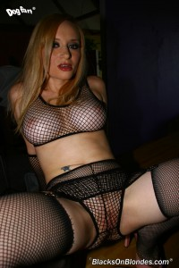 blacks-on-blondes-aiden-starr-busty-blonde-fucked-in-fishnet-lingerie (2)