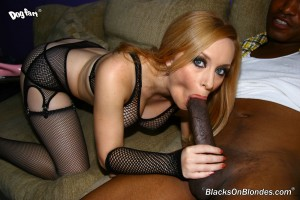 blacks-on-blondes-aiden-starr-busty-blonde-fucked-in-fishnet-lingerie (9)