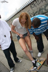 blacks-on-blondes-ami-emerson-interracial-teen-gangbang (3)