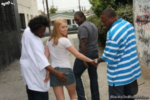 blacks-on-blondes-ami-emerson-interracial-teen-gangbang (4)