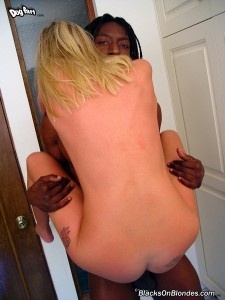 blacks-on-blondes-angel-interracial-pussy-and-ass-stretching (7)