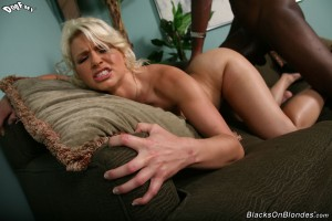 blacks-on-blondes-anikka-albrite-interracial-pussy-stretching (26)