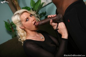 blacks-on-blondes-anikka-albrite-interracial-pussy-stretching (9)