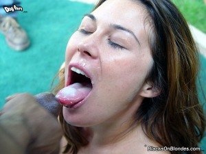 blacks-on-blondes-ashley-blue-interracial-gangbang (29)