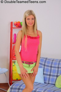 double-teamed-teens-emily-stunning-blonde-with-tight-body (2)