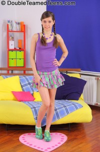 doublte-teamed-teens-sarah-hardcore-3-way-with-small-girl (1)