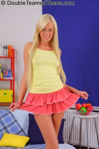 double-teamed-teens-teena-stunning-blonde-fucks-two-guys (2)