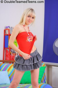 double-teamed-teens-virginee-little-blonde-double-penetrated (8)