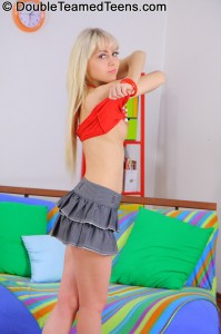 double-teamed-teens-virginee-little-blonde-double-penetrated (9)