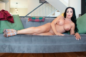 evil-angel-busty-step-mother-simone-garza-seduces-step-son (3)