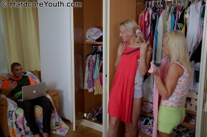 hardcore-youth-jennifer-two-blonde-teen-girls-fucked-in-3-way (7)