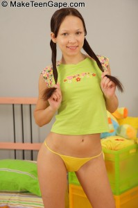 make-teens-gape-codi-petite-teen-goes-straight-to-anal (3)