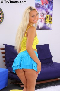 try-teens-hot-blonde-jocelyns-first-oiled-up-gangbang (2)
