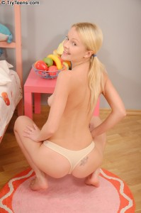 try-teens-logal-nice-ass-blonde-teen-gets-anal-creampie (4)