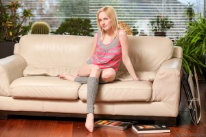 web-young-petite-18-year-old-alice-masturbates (2)